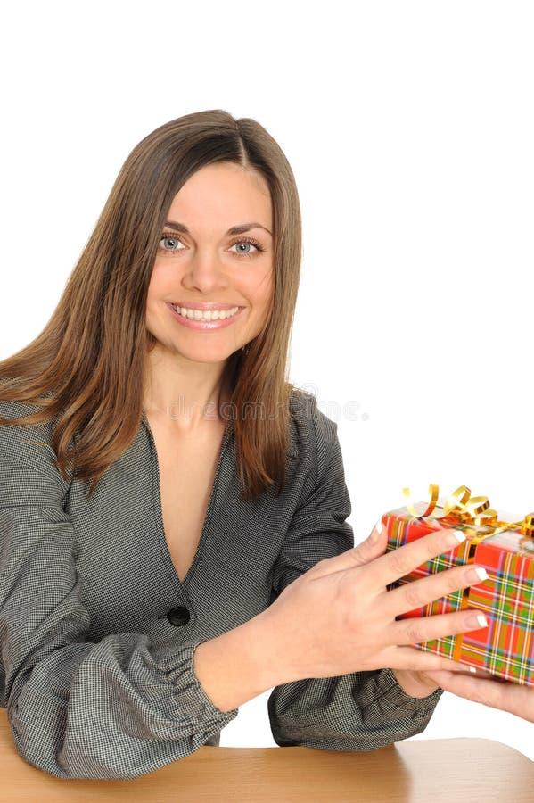 Download A Mulher Feliz Com O Presente, Foto de Stock - Imagem de christmas, feriado: 12808020