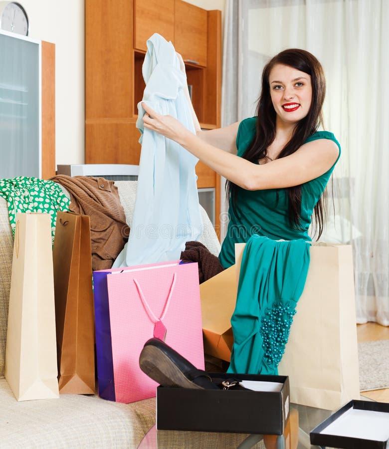 Mulher feliz com vestido novo foto de stock