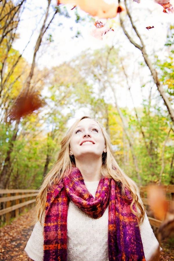 Mulher feliz da queda fotografia de stock royalty free