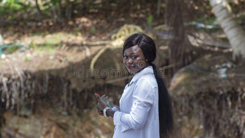 Mulher feliz de África fotos de stock