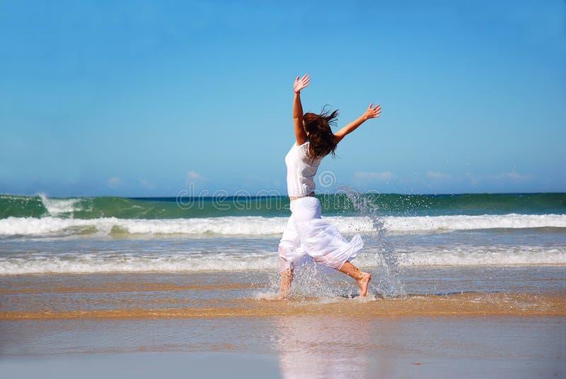 Mulher feliz do feriado foto de stock royalty free