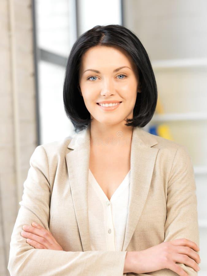 Mulher feliz e sorrindo foto de stock