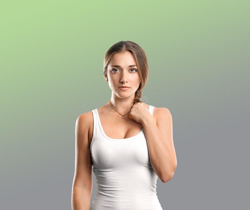 Mulher feliz na camisa imagem de stock royalty free