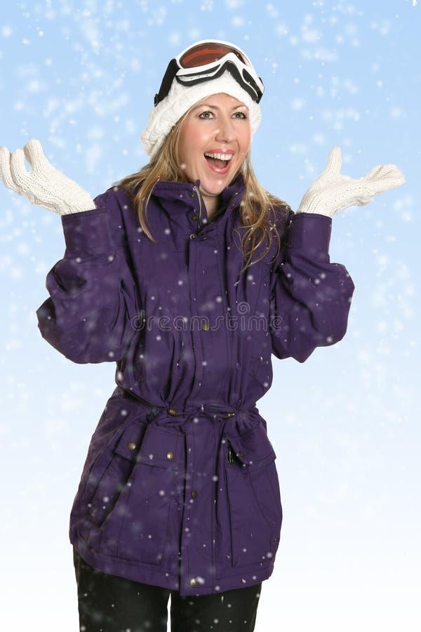 Mulher feliz na queda de neve fotografia de stock royalty free