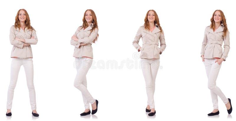 A mulher feliz na roupa do inverno isolada no branco imagem de stock