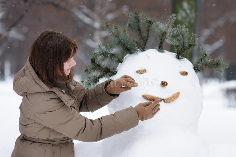 Mulher feliz no inverno imagem de stock royalty free