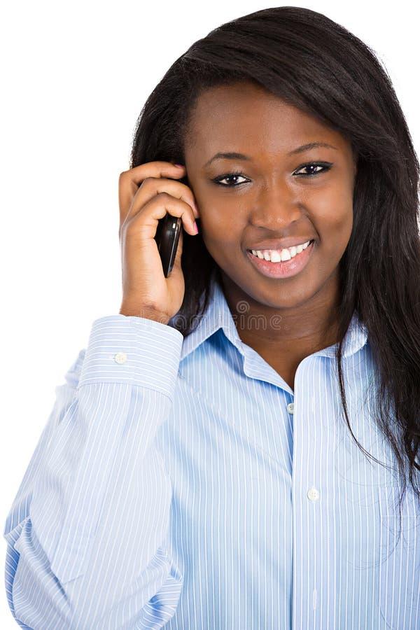 Mulher feliz que fala no telefone esperto imagem de stock royalty free