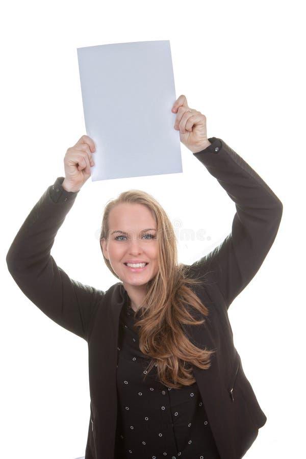 Mulher feliz que guarda o papel vazio fotografia de stock royalty free