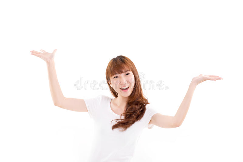 Mulher feliz, sorrindo que levanta suas ambas as mãos, mostrando algo fotografia de stock