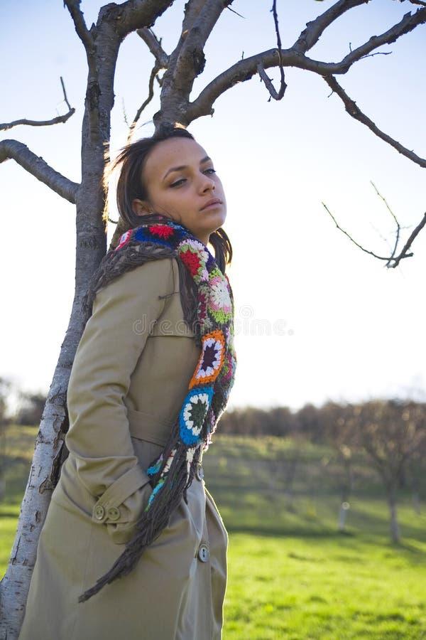 Mulher fora no campo foto de stock royalty free