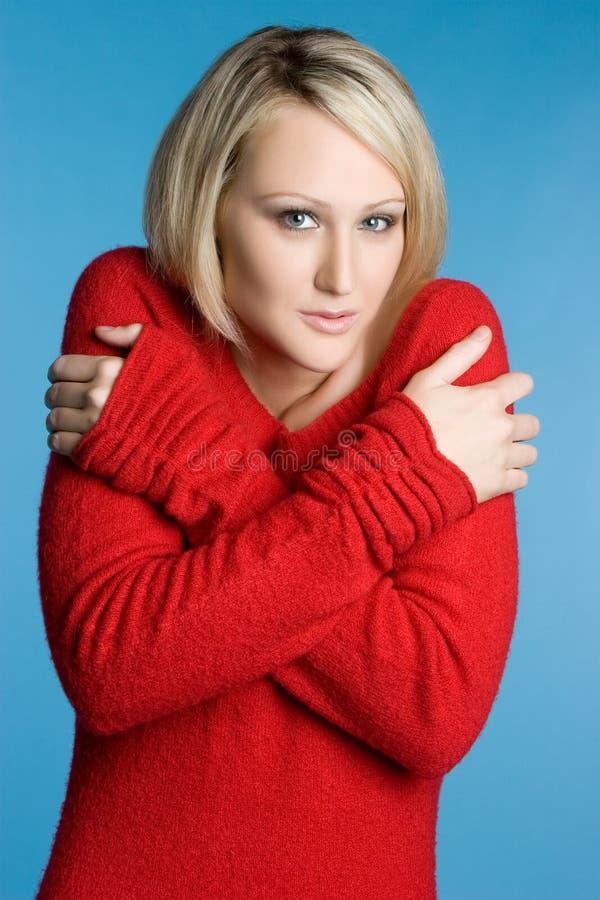 Mulher fria da camisola fotografia de stock royalty free