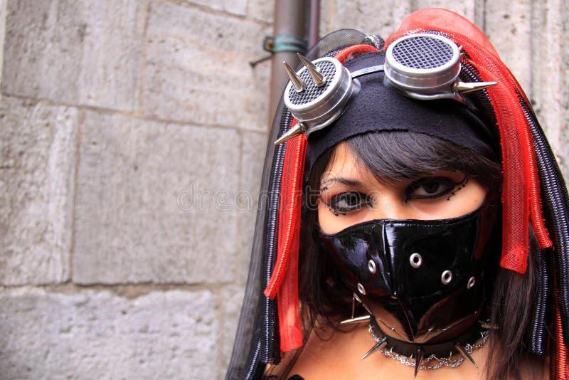 Mulher gótico que desgasta o facemask preto imagem de stock royalty free