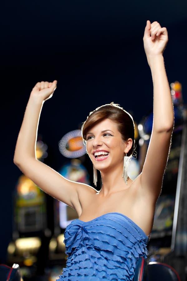 Mulher Glamourous que comemora o vencimento imagens de stock royalty free