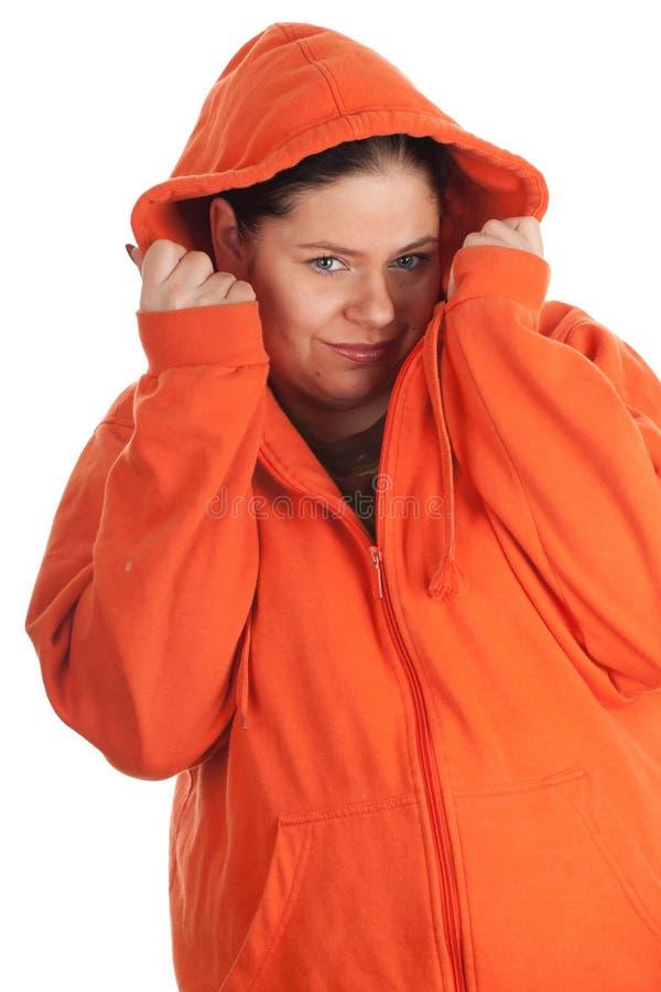 Mulher gorda nova na camisola alaranjada foto de stock