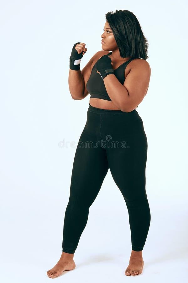 Mulher gorda que mostra lhe a confian?a imagens de stock