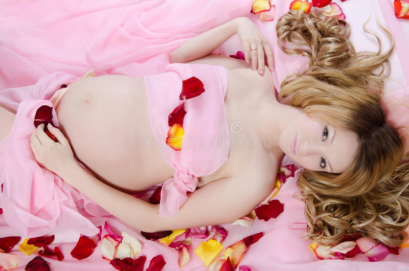 A mulher gravida fotografia de stock royalty free