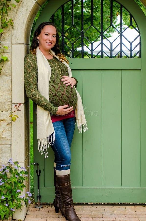 Mulher gravida bonita imagens de stock royalty free