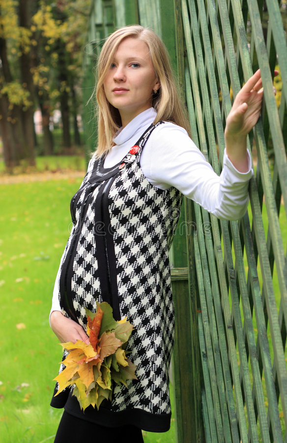 Mulher gravida bonita nova fotografia de stock