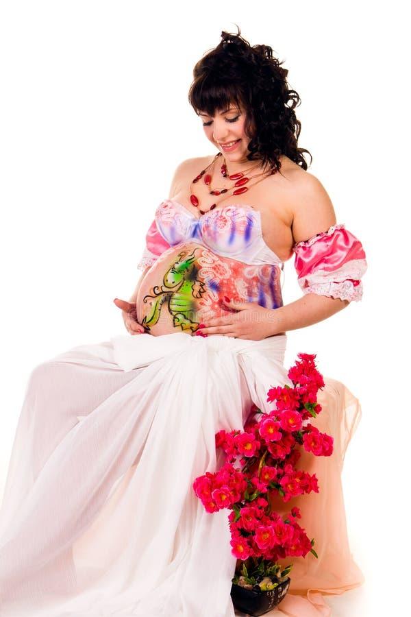 Mulher gravida com corpo-arte com dragão do littlle fotos de stock royalty free