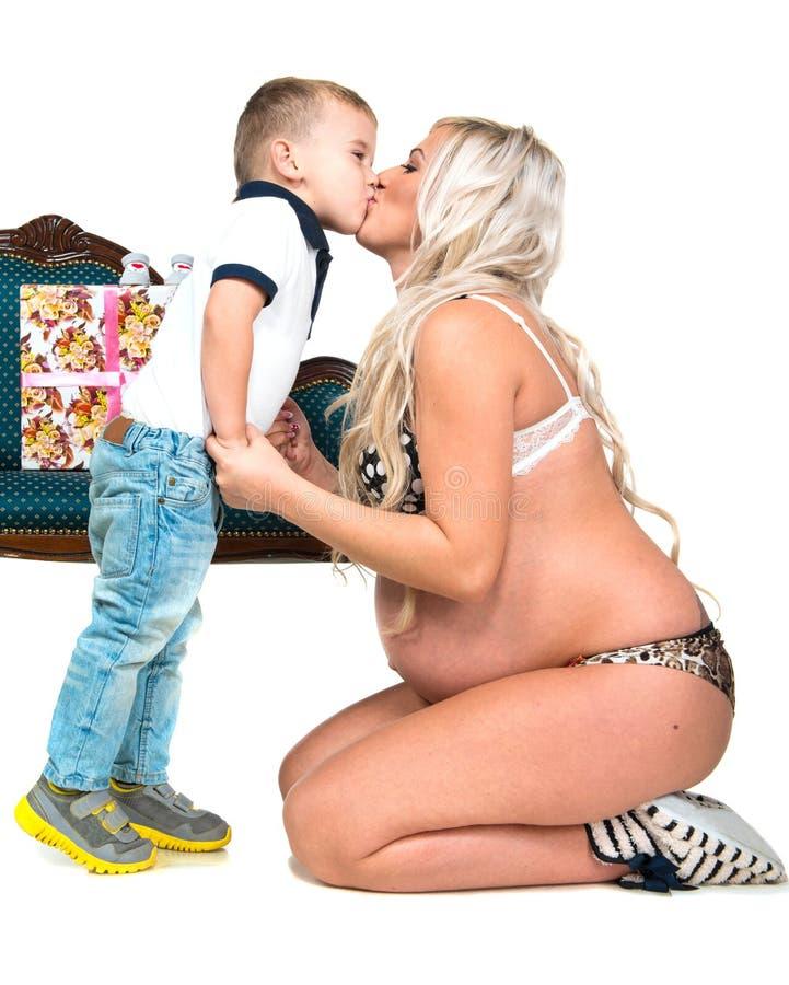 Mulher gravida com filho imagens de stock