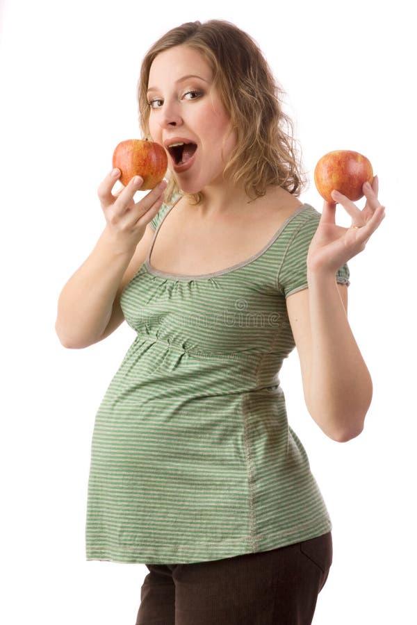 Mulher gravida com maçãs fotografia de stock