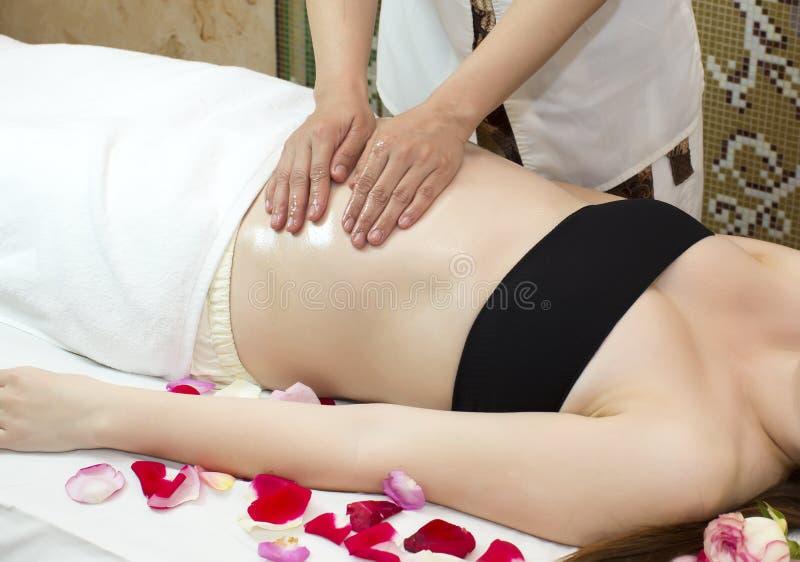 Mulher gravida da massagem fotos de stock