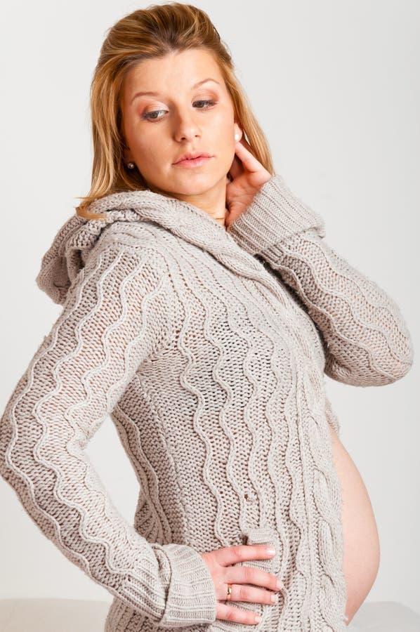 Mulher gravida elegante imagem de stock royalty free