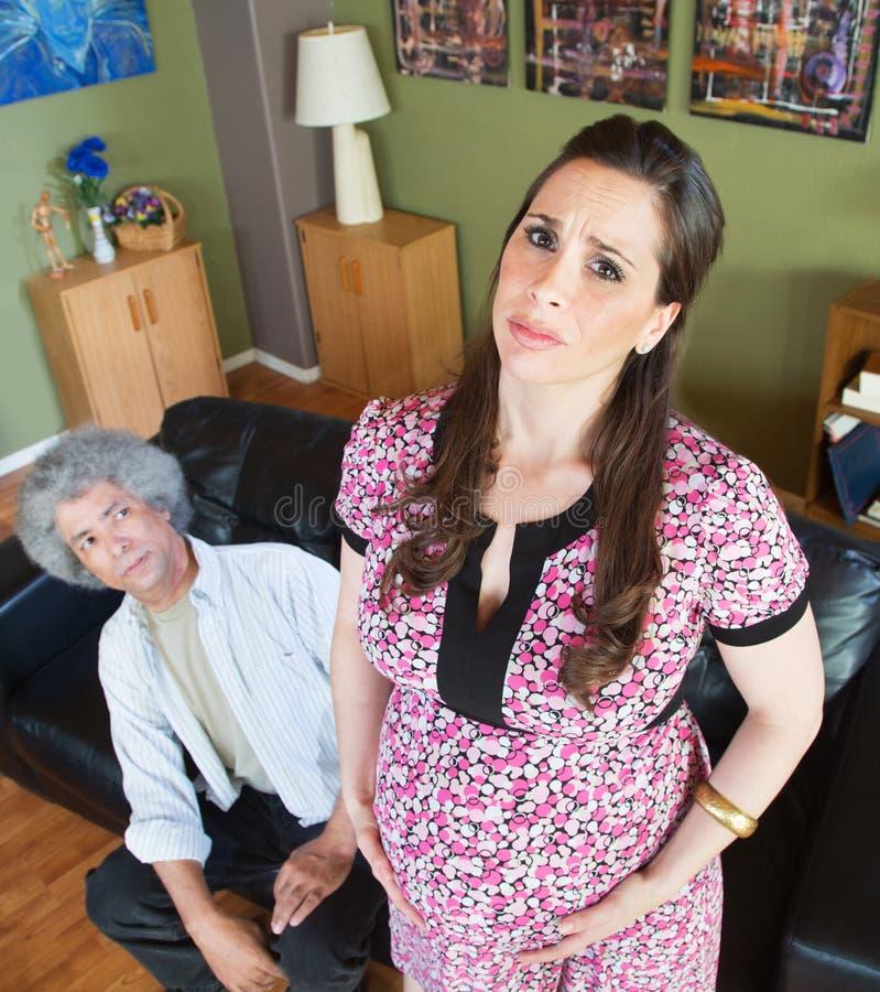 Mulher gravida miserável com marido fotos de stock royalty free