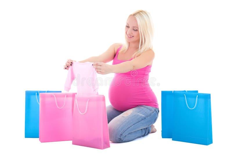 Mulher gravida nova com os sacos de compras isolados no backgr branco fotos de stock