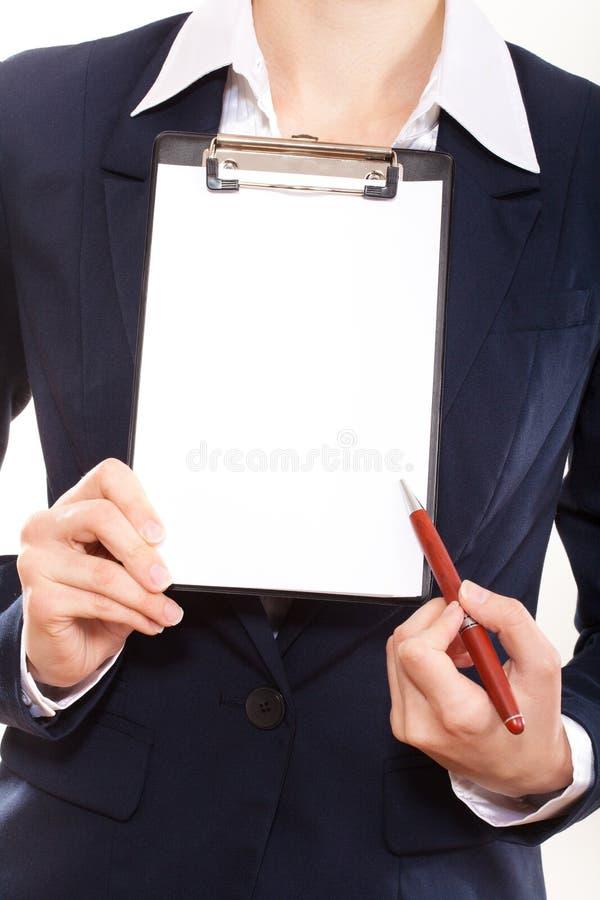 Mostras da mulher de negócio em seu anúncio imagens de stock royalty free