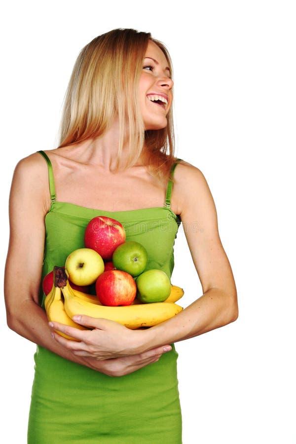 A mulher guardara uma pilha do fruto fotos de stock