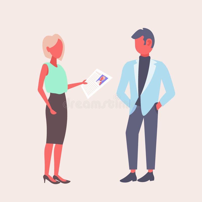 Mulher hora que mantém o formulário do cv que faz a pergunta ao empregador masculino do recruta da mulher de negócios do candidat ilustração do vetor