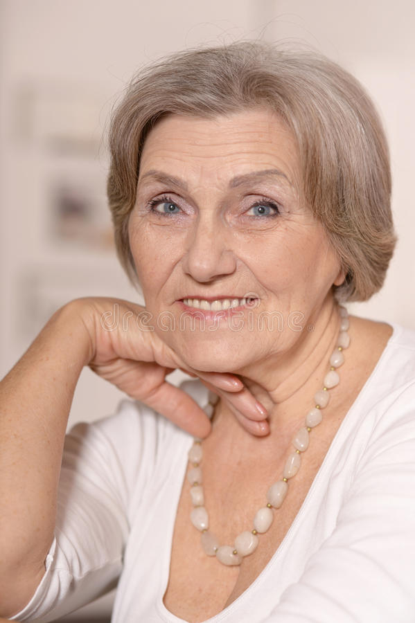 Mulher idosa bonita imagem de stock royalty free