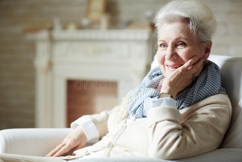 Mulher idosa com sorriso toothy fotos de stock