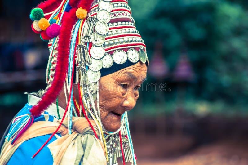 Mulher idosa de Akha em Tailândia fotos de stock royalty free