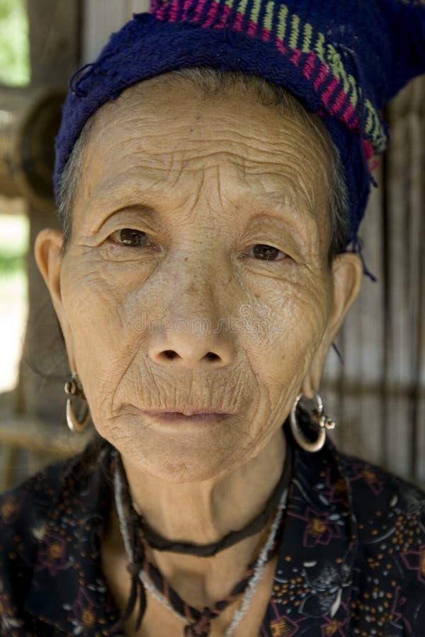 Mulher idosa de Hmong em Laos fotografia de stock