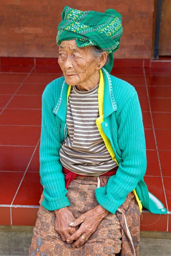 Mulher idosa do Balinese imagem de stock