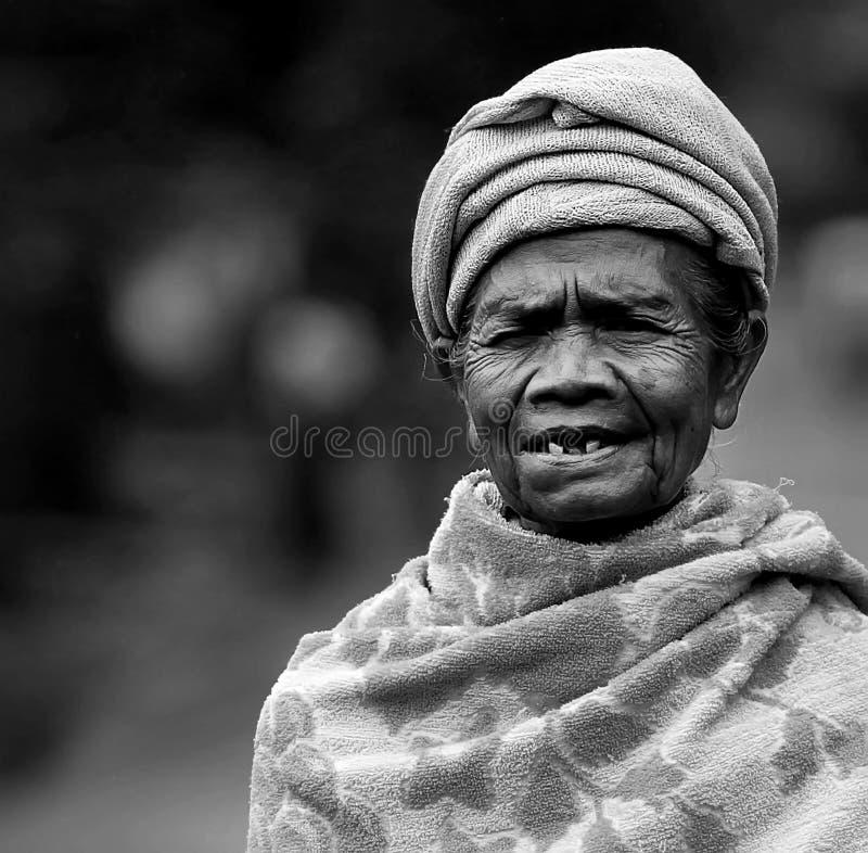 Mulher idosa do Balinese foto de stock royalty free