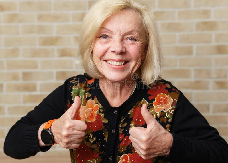Mulher idosa feliz fotos de stock royalty free