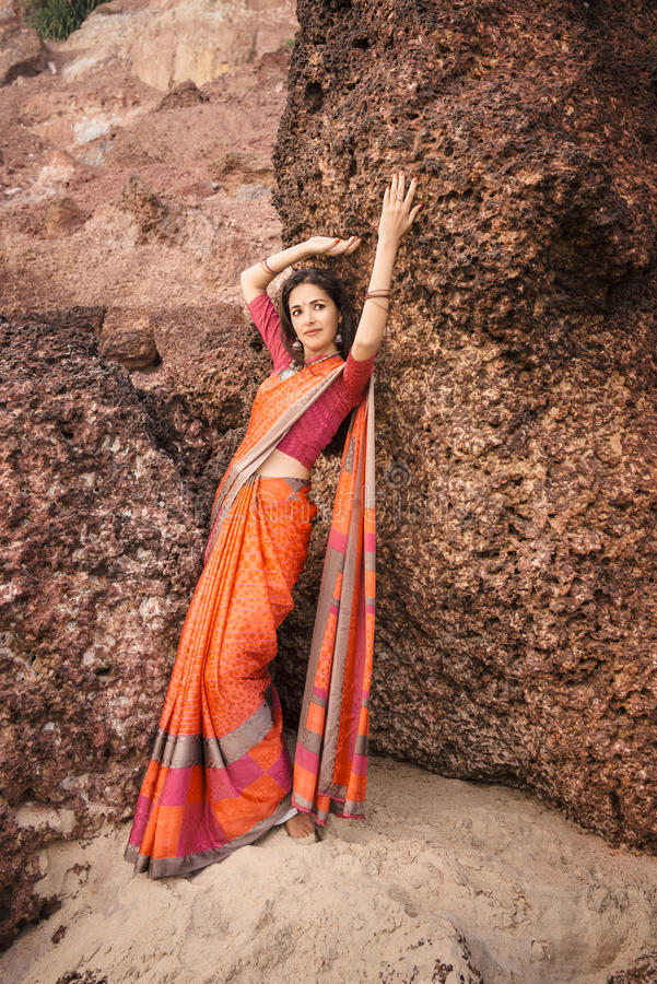Mulher indiana no saree bonito foto de stock royalty free