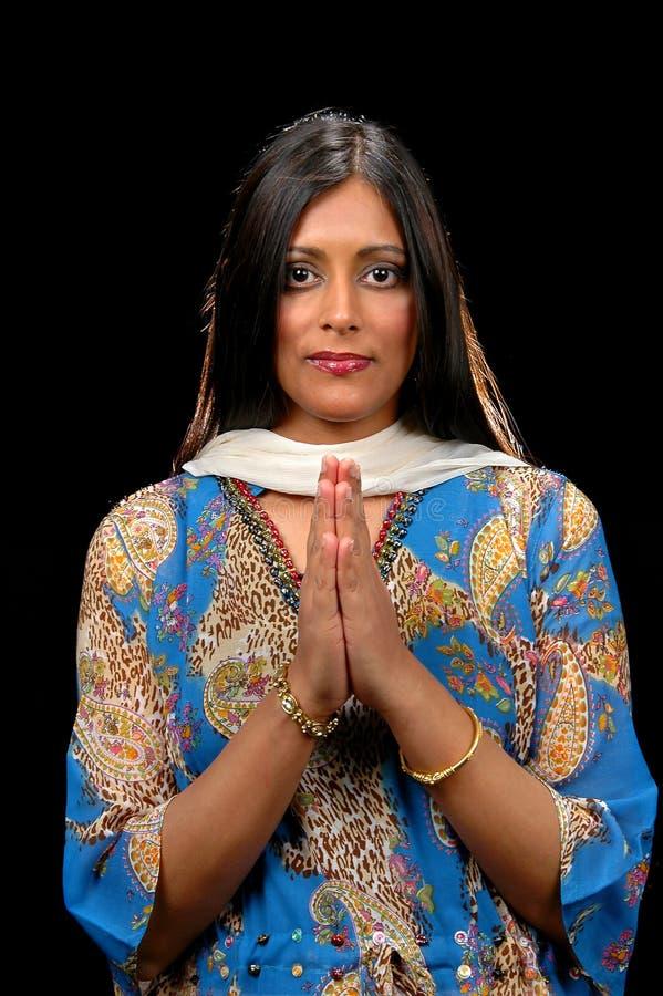 Mulher indiana que mostra a gratitude foto de stock
