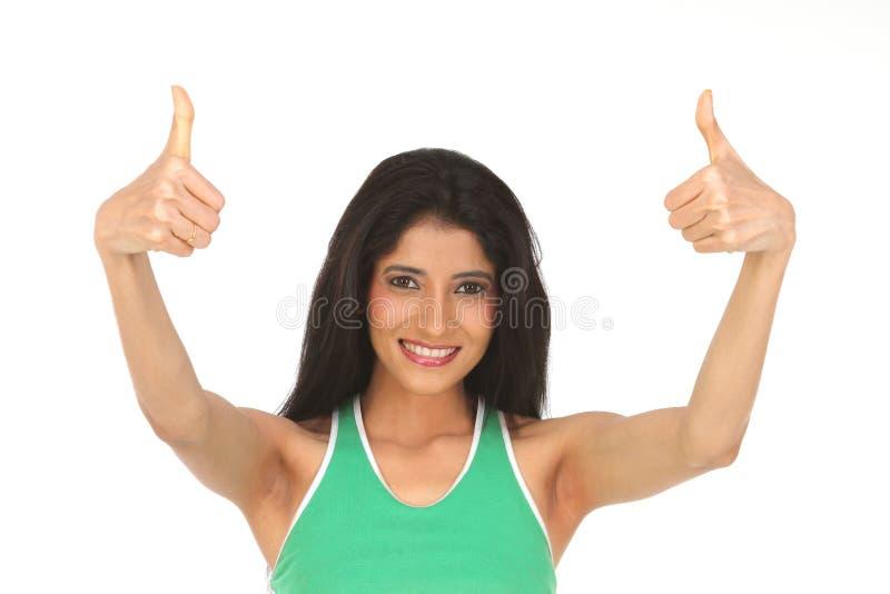 A mulher indiana que mostra os polegares levanta o sinal imagens de stock