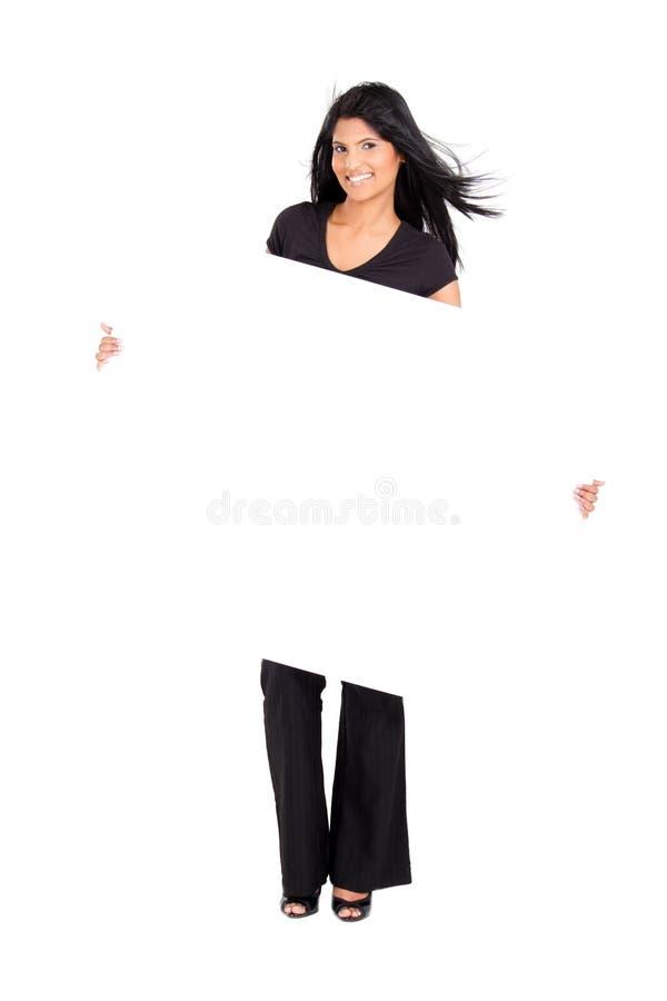Mulher indiana que prende a placa branca fotos de stock royalty free