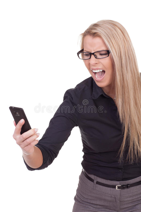 Mulher irritada que grita em seu móbil fotos de stock royalty free