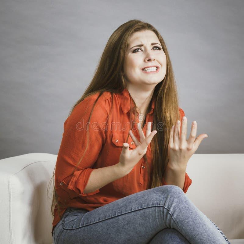 Mulher irritada que queixa-se imagem de stock royalty free