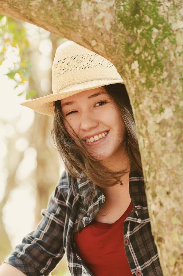 Mulher japonesa bonita do descendente em uma cena da natureza fotografia de stock royalty free