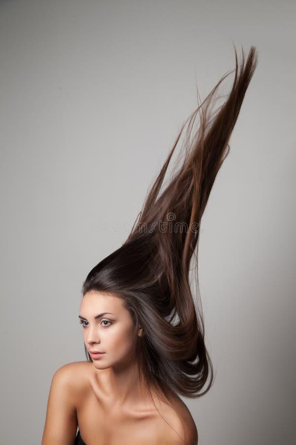 Mulher jogada acima de seu cabelo imagens de stock royalty free