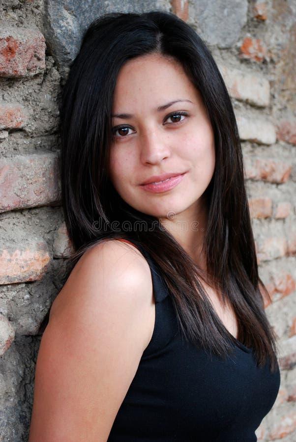 Mulher latino-americano bonita que olha acima fotos de stock royalty free