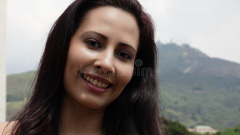 Mulher latino-americano de sorriso fotografia de stock