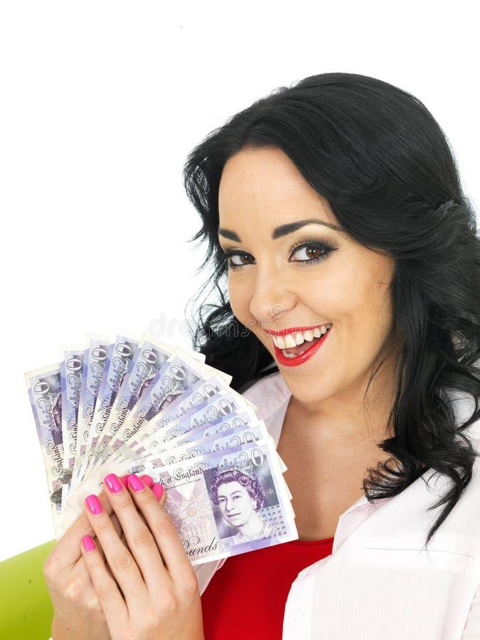 Mulher latino-americano nova rica bonita feliz que guarda o dinheiro imagens de stock royalty free